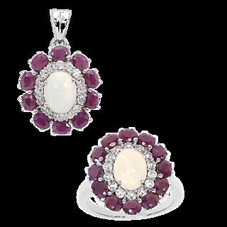 Un bijou envoûtant et généreux ! Argent 925 rhodié 2 opales totalisant 2cts 22 rubis totalisant 4.2cts.